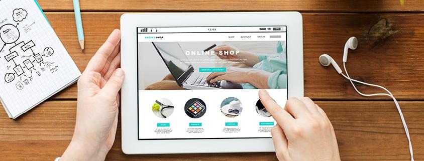 Symbolbild Digitalisierung: Ein Tablet wird bedient